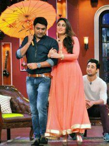 Host-show-Kapil-Sharma-romances-Kareena